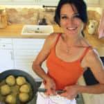 Lana präsentiert ihre veganen Marillenknödel