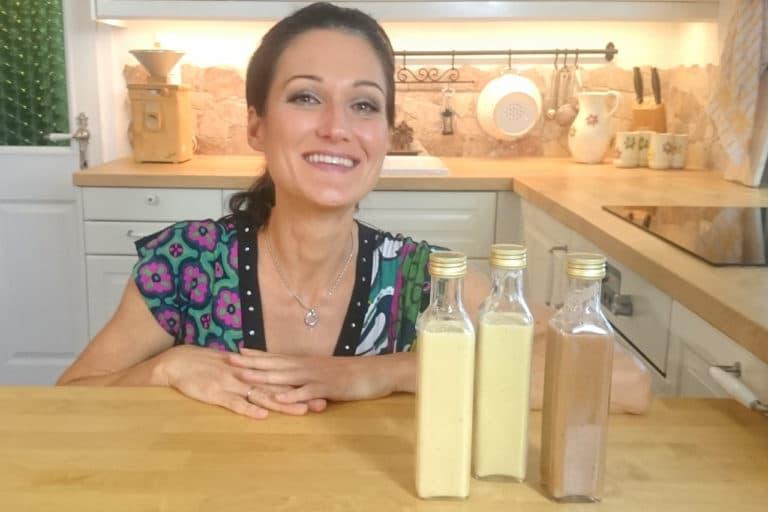 Sandra Exl mit drei Flaschen Eierlikör