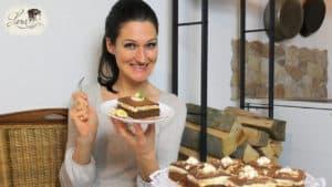 Lana präsentiert ihren Schoko-Bananenkuchen
