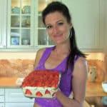 Sandra Exl mit einem Low Carb Erdbeer Tiramisu